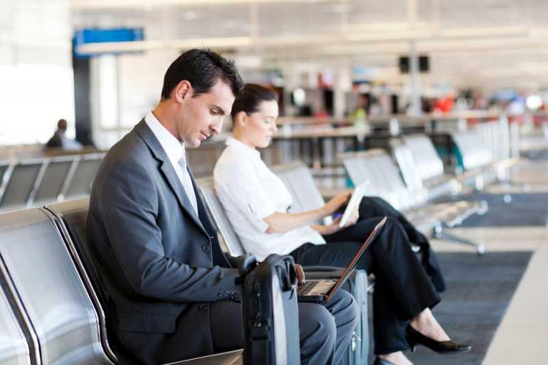 É sempre bom estar protegido, ainda mais longe de casa. Ao contratar um seguro Viagem Corporativo, a empresa oferece mais tranquilidade e apoio para os funcionários que estão em trânsito.